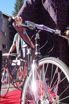 City Cycles mit neu lanciertem Regenponcho Foto Anita Kaderli